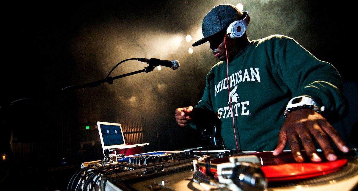 How to Use Headphones When DJing